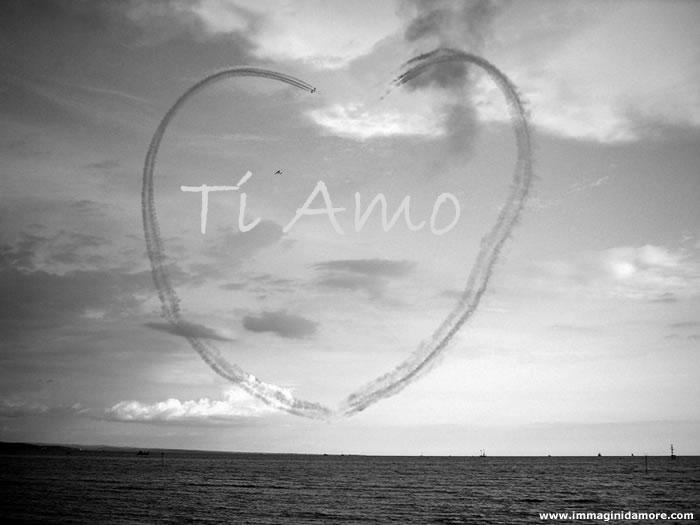 Immagine d 39 amore con cuore sospeso in aria for Immagini natalizie d amore