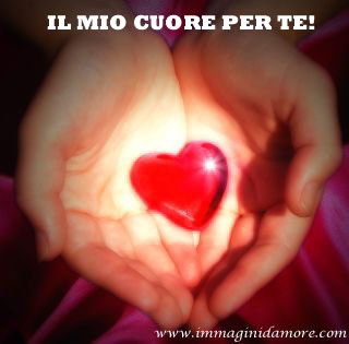 Immagine d 39 amore con cuore nelle mani for Immagini natalizie d amore