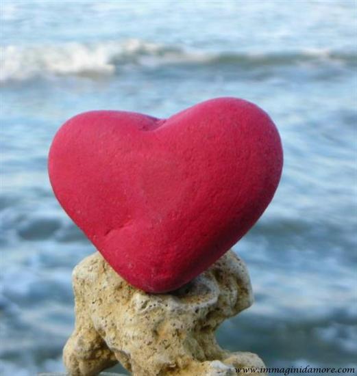 Immagine d 39 amore cuore sul mare for Immagini natalizie d amore